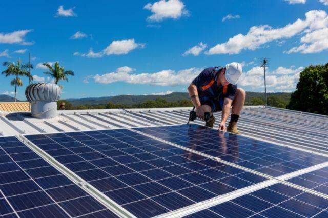 Professional solar panel installer